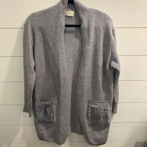 Women grey cardigan with fur accent pockets